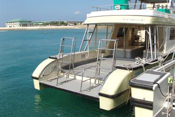 クルージングやボートシュノーケル・ダイビングに最適な広いキャビン
