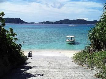 渡嘉敷 とかしき 島 日帰り海水浴ツアー 沖縄 ボートサービスコースト